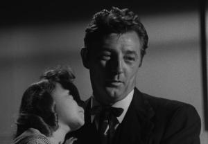 Robert Mitchum in La morte corre sul fiume (1955)